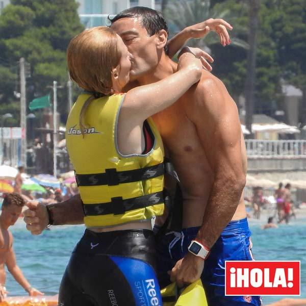 Cayetana Guillén Cuervo y Omar Ayyashi, besos, buceo y adrenalina para un aniversario diferente