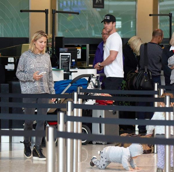 Elsa Pataky y Chris Hemsworth... ¡Cómo viajar con tres niños y no morir en el intento!