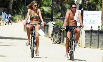 El Cholo Simeone y Carla Pereyra, dispuestos a ganarse el título de 'cuerpos del verano'