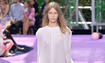 La conmovedora historia de la nueva musa de Dior: con sólo 14 años ha sacado de la pobreza a su familia