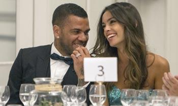 La modelo canaria Joana Sanz presume de apuesto caballero: Dani Alves