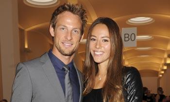 Jenson Button y su mujer Jessica Michibata fueron drogados mientras les robaban en su casa de veraneo