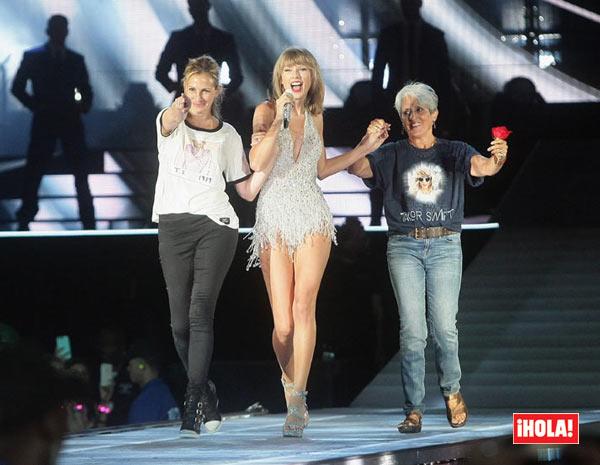 Julia Roberts acude a un concierto de Taylor Swift... ¡y acaba bailando con ella en el escenario!