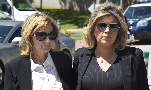 María Teresa Campos y sus hijas, muy afectadas en el velatorio de la hermana de la presentadora