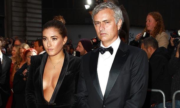 El 'look' de la hija de José Mourinho consigue eclipsar a uno de los mejores entrenadores del mundo