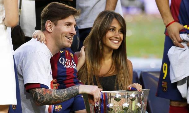 Messi y Antonella nos muestran un 'pedacito' de su hijo Mateo