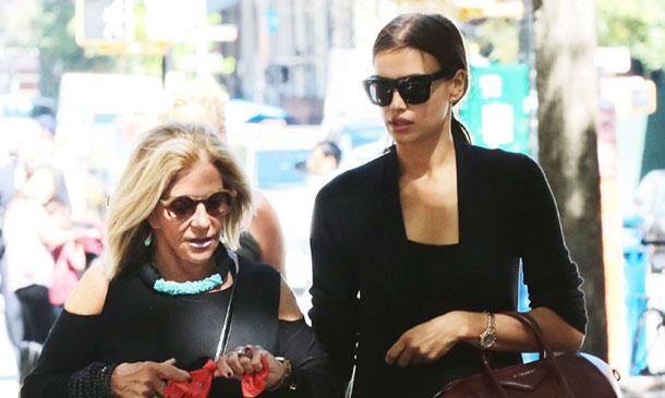 Irina Shayk y la madre de Bradley Cooper, juntas en Nueva York con una compañía muy especial