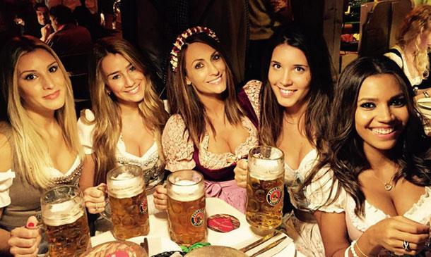 Nagore Aranburu, Pep Guardiola y las WAG's del Bayern, un brindis al más puro estilo Oktoberfest