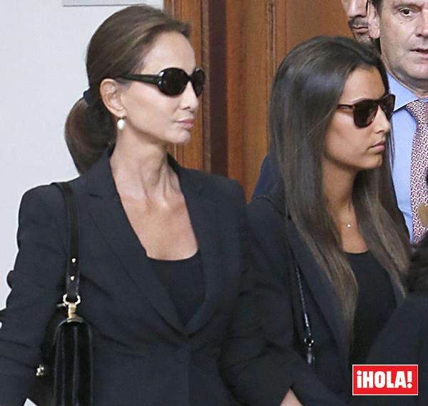Isabel Preysler visita junto a sus hijas el cementerio en el primer aniversario de la muerte de Miguel Boyer