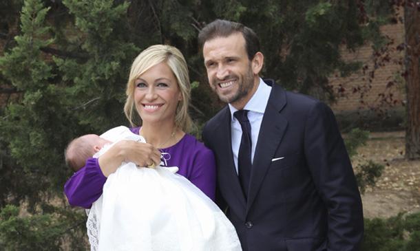 La felicidad de Luján Argüelles en el bautizo de su hija Miranda
