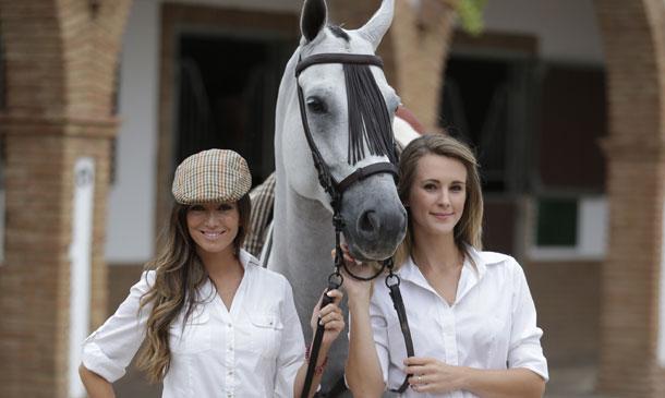 Marta González y Astrid Klisans comparten su pasión por los caballos en el Campeonato Nacional de Doma Vaquera