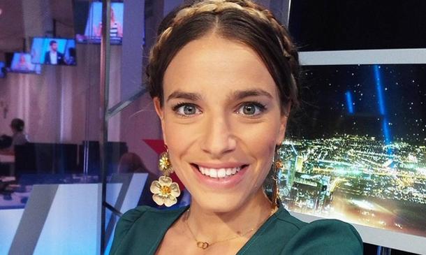 ¿De qué conocido actor está enamorada la nueva chica del tiempo de la tele, Flora González?