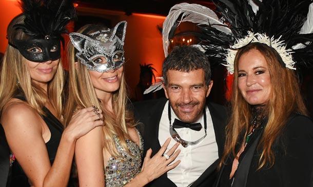 ¿Qué celebran Antonio Banderas y Nicole Kimpel en esta fiesta de máscaras?