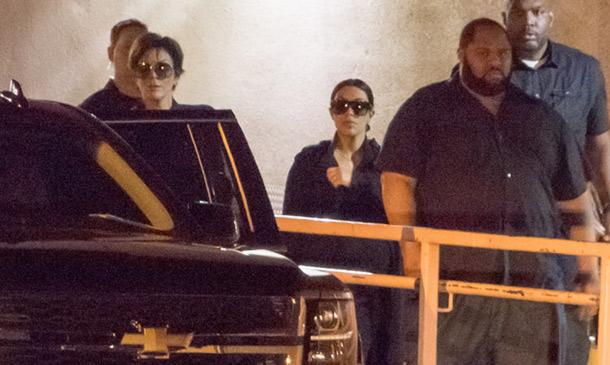Las Kardashian arropan en el hospital al ex de Khloé, que sigue en estado crítico