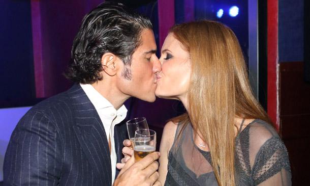 Olivia de Borbón y Julián Porras celebran su primer aniversario de boda rodeados de amigos
