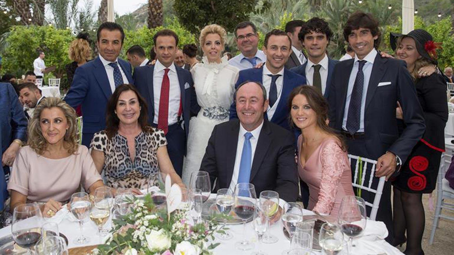 Carmen mart nez bord u muy bien acompa ada en la boda del torero 39 rafaelillo 39 - Casa rafael almeria bodas ...