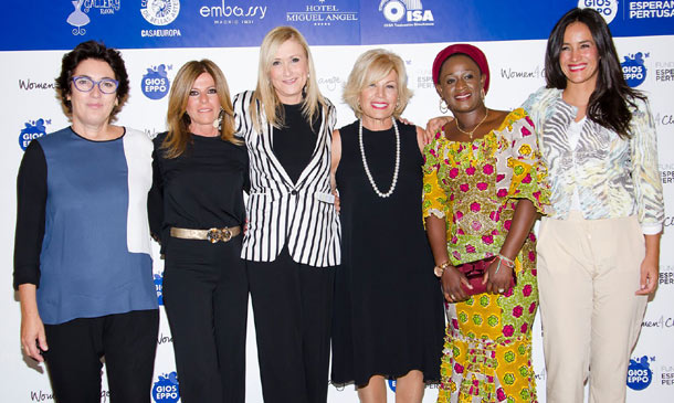 Une tu voz a la de Ana Rosa Quintana, Mónica Estarreado, Elena Ballesteros... contra la violencia de género en El Congo