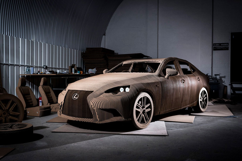 Este asombroso coche de cartón… ¡puede conducirse!