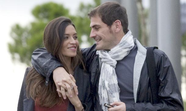 Iker y Sara comparten una foto de su hijo Martín tras conocerse su próxima paternidad