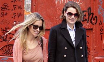 Alejandra de Rojas y Alejandra Silva, novia de Richard Gere, dos buenas amigas que comparten una tarde de compras