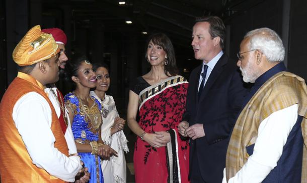 Samantha Cameron, con sari y bindi para recibir al primer ministro indio
