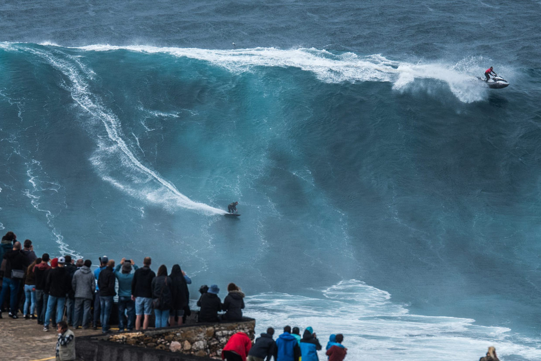 A lomos de las olas más espeluznantes