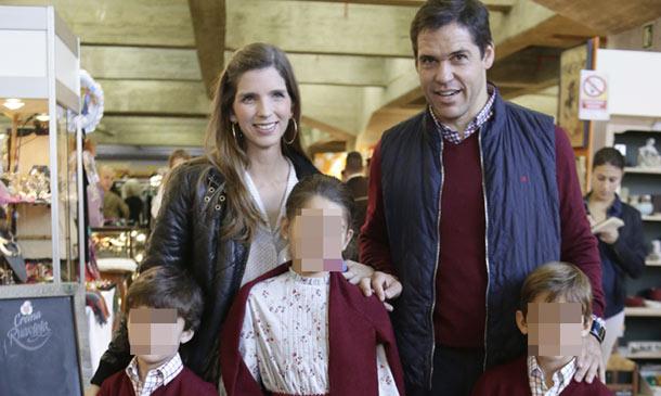 Luis Alfonso de Borbón y Margarita Vargas se divierten con sus hijos en el Rastrillo Nuevo Futuro