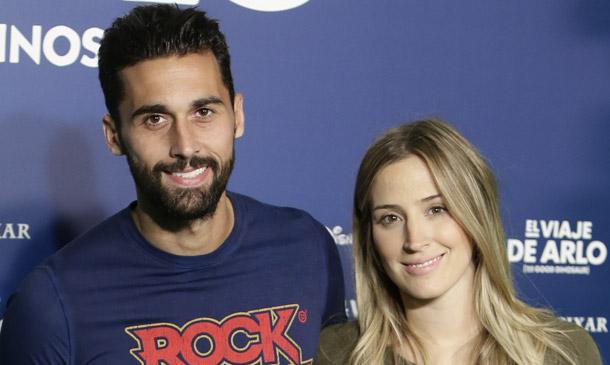 ¡Esperando la llegada de Vega! La nueva 'incorporación' de Álvaro Arbeloa y Carlota Ruiz