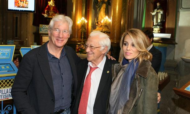 El inesperado encuentro de Richard Gere con los 'sin techo' en Madrid gracias al padre Ángel