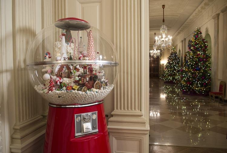C mo se decora por navidad la casa m s poderosa del mundo - Casas decoradas en navidad ...