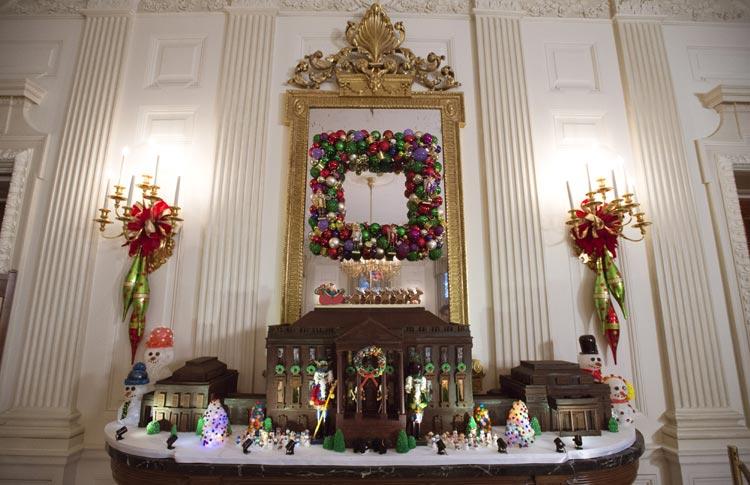 C mo se decora por navidad la casa m s poderosa del mundo - Decoracion de navidad en casa ...