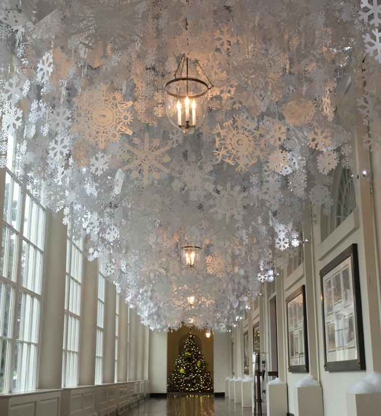 ¿Cómo se decora por Navidad la casa más poderosa del mundo?