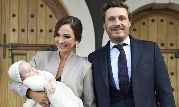 Juan Peña y Sonia González bautizan a su hijo arropados por su familia y amigos