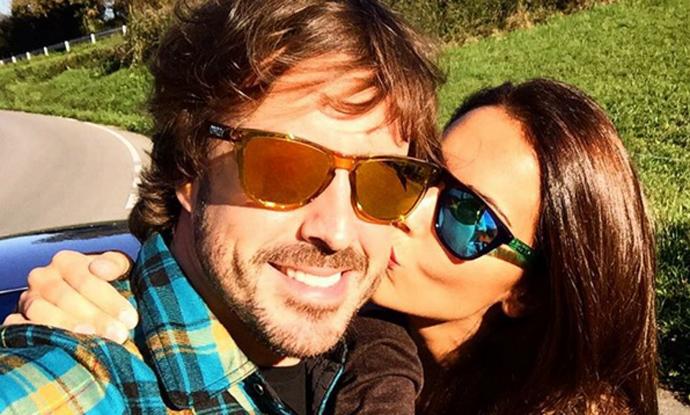 Fernando Alonso y Lara Álvarez celebran su primer año juntos