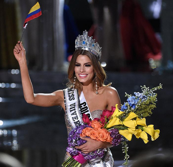 Colombiana muestra su gran clitoris y se masturba el conjo - 1 1