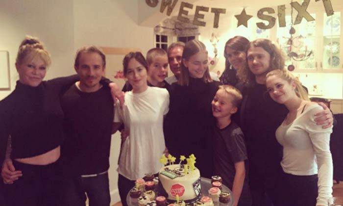 'Sweet Sixteen' en la gran familia de Melanie Griffith… ¿Quién es Grace Johnson?