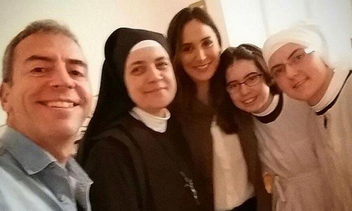 Así ha sido la visita de Tamara Falcó a un convento de clausura