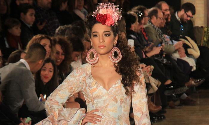 La hija de Raquel Bollo, el 'Alma' de la pasarela más flamenca, ¿seguirá los pasos de Isa Pantoja o Gloria Ortega?