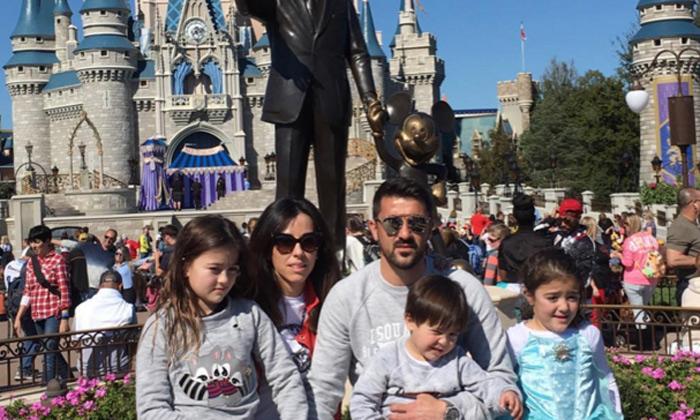 David Villa y su familia conocen a las princesas Disney