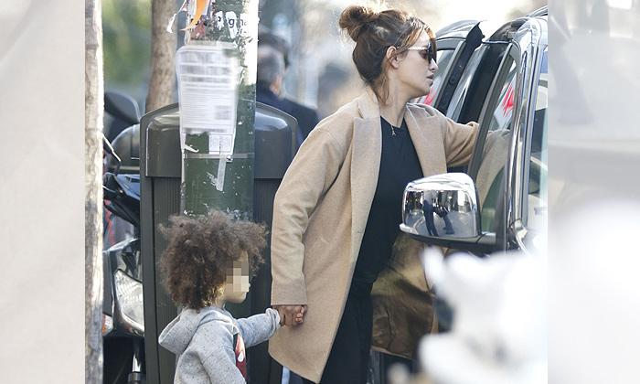 Mónica Cruz, inseparable de su pequeña Antonella