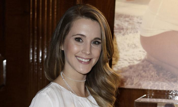 Astrid Klisans presume de barriguita en su quinto mes de embarazo
