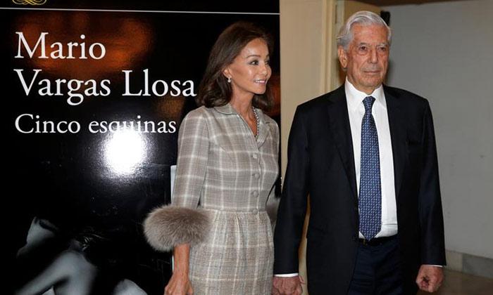 Mario Vargas Llosa presenta su novela 'Cinco Esquinas' con el apoyo de Isabel Preysler