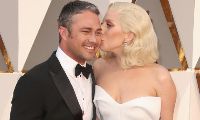 Lady Gaga y Taylor Kinney derriten el hielo en cada aparición
