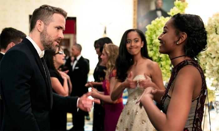 ¡Qué emoción! El divertido momento en que Malia y Sasha Obama conocen a Ryan Reynolds