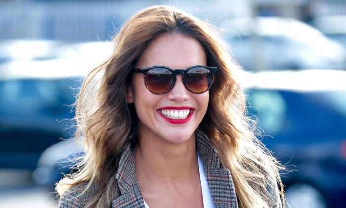 La amplia sonrisa de Lara Álvarez tras romper con Fernando Alonso