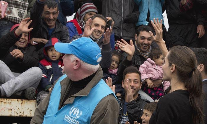 Angelina Jolie y George Clooney, impresionados con las dramáticas historias de los refugiados