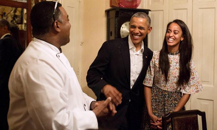 Salvado por... ¡su hija! Malia, la improvisada traductora de español de Barack Obama