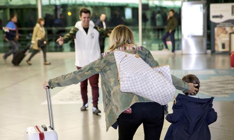 El espectacular recibimiento de Fonsi Nieto a su hijo ante la mirada feliz de Alba Carrillo