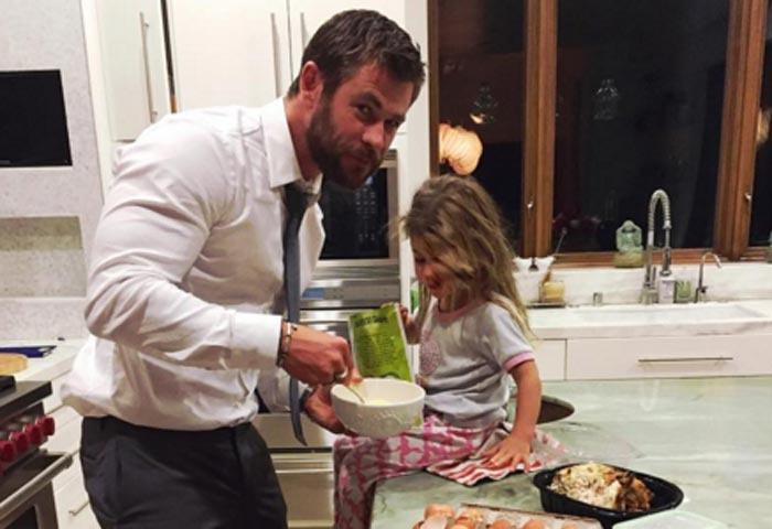 Papá cocinillas y peluquero para su hija India, la faceta más desconocida de Chris Hemsworth