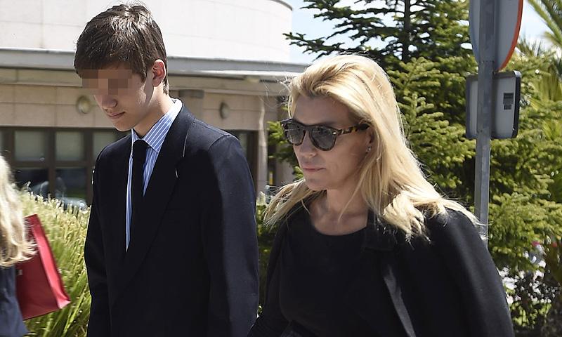 Patricia Rato da el último adiós a su madre en Gijón, arropada por su familia